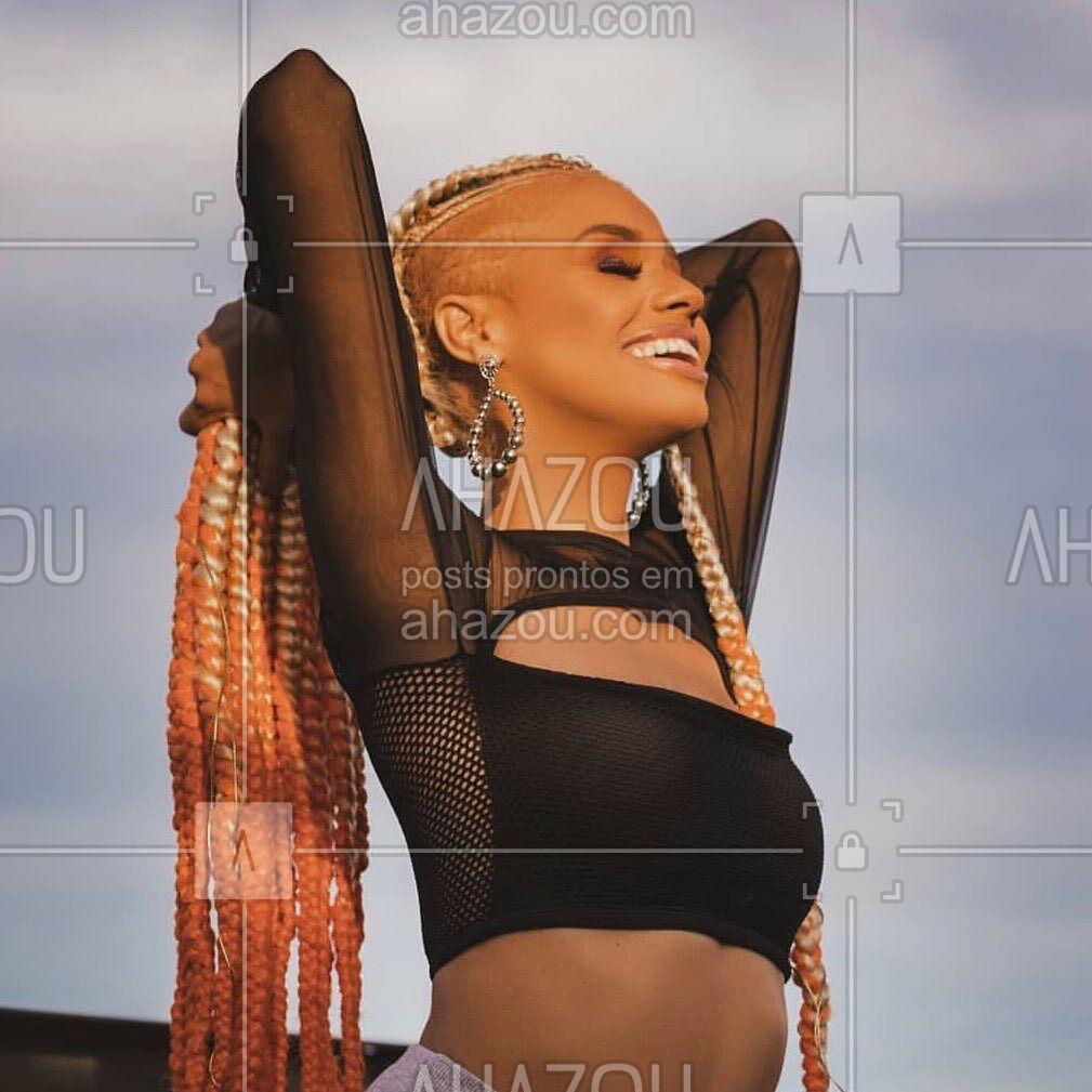 O top que a gente olha e já começa a pensar em vários looks para ousar! A @cacheiaaqui ficou incrível com ele ✨ . Top Cropped em Renda sem Bojo P&B  ref.503808 . #liebelingerie #lingerie #cropped #outerwear #outwear #ahazouliebe #ahazourevenda