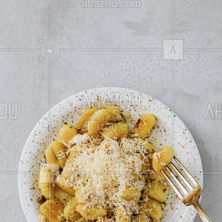 O nhoque não é um pedido, porque não é você que escolhe ele, é ele que escolhe você. E o seu só está te esperando. Você aceita? #ahazoutaste #nhoque #comidaitaliana #massas