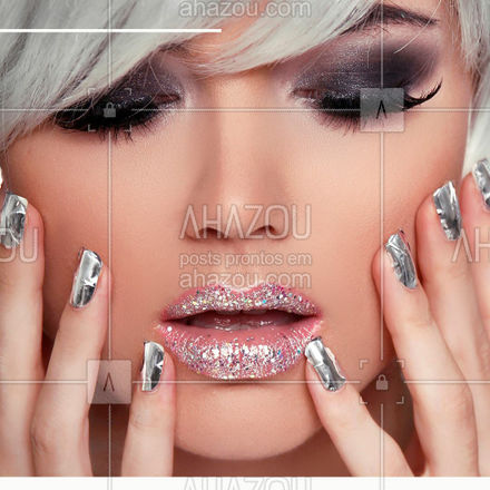A maquiagem dos olhos é muito versátil! Você pode criar as suas próprias combinações conforme o estilo desejado! E o brilho pode sim estar presente tanto de dia quanto de noite! Ele pode ser utilizado em qualquer ocasião! E as sombras uno da linha DB Amakha Paris apresentam sete cores para você montar o seu look. Todas elas possuem textura aveludada, partículas ultrafinas, pigmentos micronizados, excelente fixação e são livres de parabenos! Explore todas as possibilidades e realce a sua beleza!⠀ ⠀ #amakhaparis #amakha #amakhacosmeticos⠀⠀ #empreendedorismo #estilista #fashionbusiness #fashionhouse #fashionlover #fashionmeeting #festivaldemoda #festivalfashionmeeting #moda #modaconecta #semanademoda #sombrauno #brilho #glamour #estilo #make #maquiagem #amakhaoficial⠀⠀
