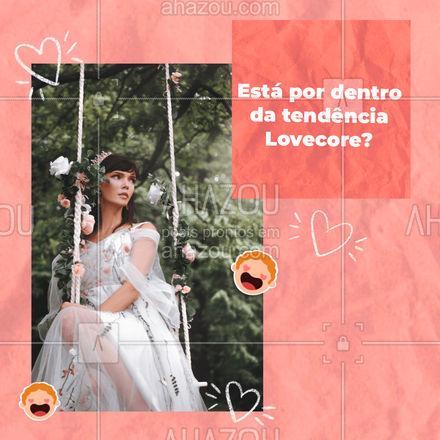 Sabe aquele vestido rosa de morango que viralizou? Ele faz parte dessa tendência! Essas peças são cheias de corações e temáticas românticas, trazendo cores pastéis. #AhazouFashion #lookdodia #fashionista #fashion #moda #semijoias #tendencia #modafeminina