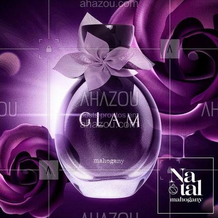 Que tal uma perfumação ousada e glamorosa? Se você pensou em Glam, acertou! ⠀ Inspirada na vida noturna das grandes cidades e em mulheres de atitudes, Glam traz em seu corpo notas de pimenta rosa, baunilha, avelã e flor de laranjeira. Uma delícia! Misteriosa e sensual, exatamente como as mulheres cosmopolitas são! ⠀  ⠀ #Mahogany #AFórmulaDaVitalidade #Glam #Natal #ahazoumahogany #ahazourevenda