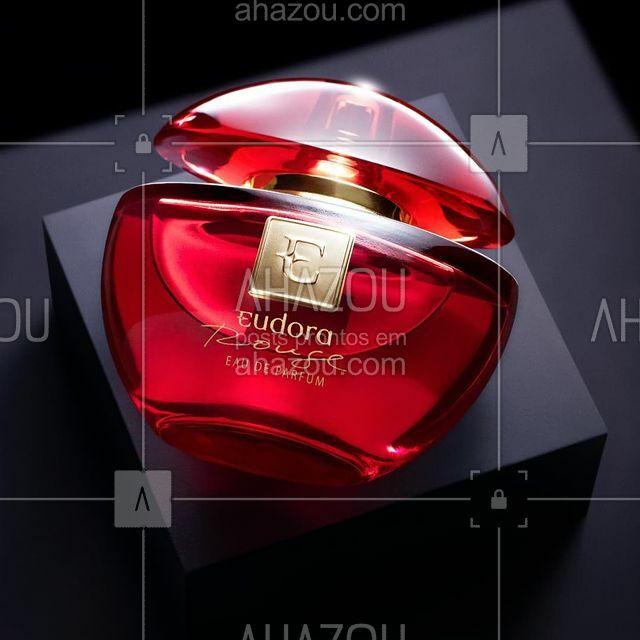 O Eudora Eau de Parfum Rouge é uma fragrância com a intensidade das notas amadeiradas do patchouli e o Segredo de Eudora se tornando assim a assinatura mais sofisticada e marcante de mulheres inesquecíveis. ✨ #PraCegoVer #PraTodosVerem Na imagem vemos o produto sob uma mini bancada em um fundo em cinza escuro. #ahazourevenda #ahazoueudora
