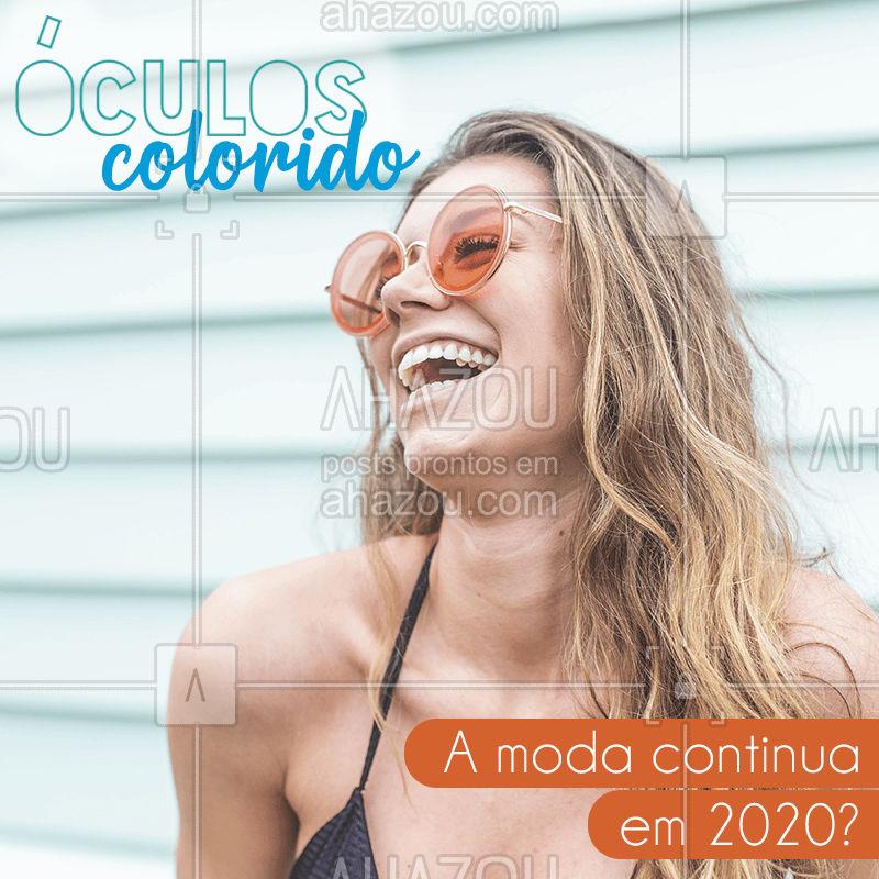 Azul, verde, roxo, amarelo, laranja... Todas as cores serão vistas em lentes de óculos no verão de 2020! A tendência continua com tudo e ainda mais ousada, misturando macro lentes e armações cada vez mais chamativas. Quer apostar nessa moda? Prefira looks com cores complementares ou de uma cor neutra, como jeans, preto ou branco para combinar. #moda  #loja  #acessorios  #beleza  #roupa #ahazou #look