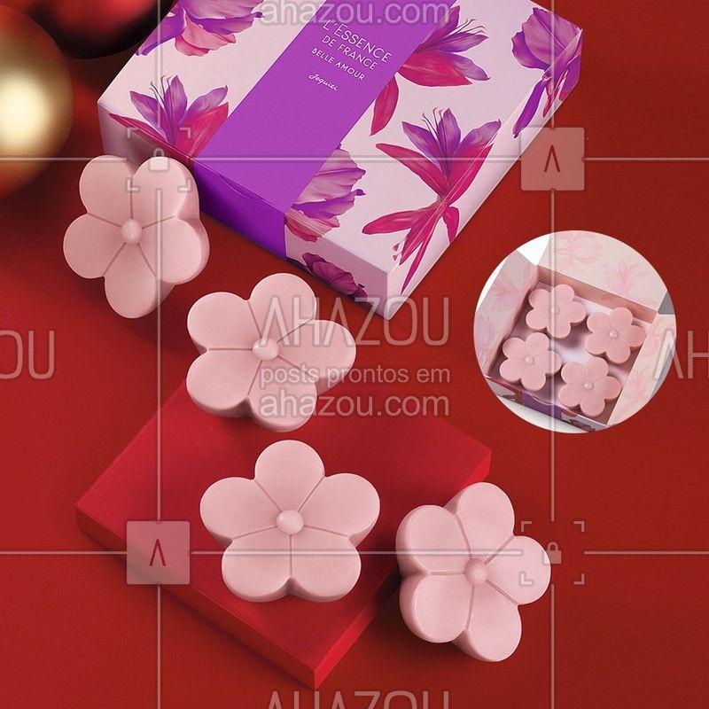 Tem muito amor nos Sabonetes mais charmosos desse Natal! A fragrância de sucesso L'Essence de France Belle Amour trouxe um lindo Estojo para você presentear! Difícil vai ser não ficar com um!  ⠀ ⠀ #Natal2019 #NatalJequiti #ahazoujequiti #LEssenceDeFranceBelleAmour #LEssenceDeFrance