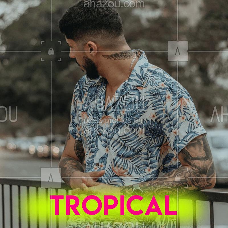 """MODA MASCULINA: As estampas florais, animal printing e coisas que nós víamos apenas em """"camisas de turista"""" começaram a virar tendência no dia-a-dia. Elas agora vêm em tonalidades pastéis, estampas mais discretas, tons terrosos, uma vibe muito mais fácil de ser aplicada no cotidiano, em camisas, camisetas, polo, bermudas e outras peças.  #moda #tropical #verão #trend #ahazoutrend"""