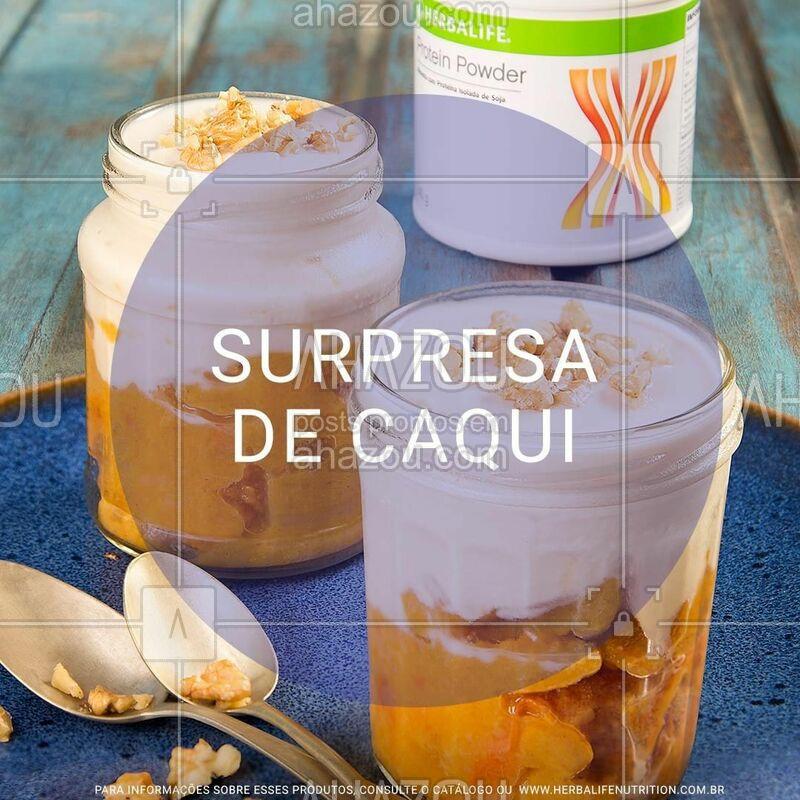 Anota aí essa receita de Surpresa de Caqui, que além de ser prática e saudável, é uma delícia. Ela foi preparada com o Protein Powder, que foi desenvolvido para completar a sua ingestão diária de proteína! ?   • 4 caquis maduros picado • 1 xícara (chá) de água • 12 cravos da índia • 4 canelas em pau • 4 colheres (sopa) adoçante culinário • 2 copos iogurte desnatado • 4 colheres (sopa) Protein Powder • 12 nozes  Modo de Preparo: leve ao fogo o caqui com a água, os cravos, a canela e o adoçante culinário até engrossar e formar uma geleia um pouco mole. Deixe esfriar e retire os cravos e a canela. Misture o Protein Powder com o iogurte natural. Em um pote individual, coloque a geleia de caqui e por cima o iogurte diet natural. Enfeite com as nozes e está pronto para servir!   #herbalife #ahazouherbalife #fitness