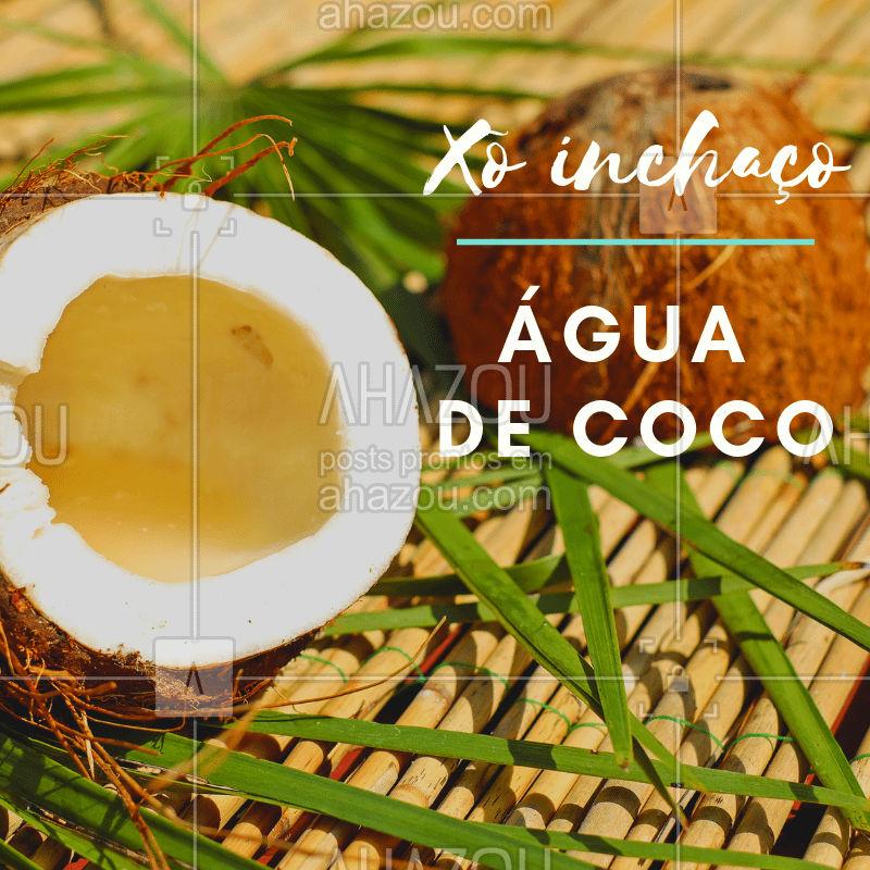Previna-se do inchaço corporal, invista na água de coco!  Ela é um isotônico e também diurético natural, além disso, é uma bebida de baixo valor calórico. #dicas #frutas #ahazousaude #coco #xôinchaço