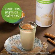 E aí pessoal, já tomaram o Shake de vocês hoje? Hummm, e que tal prepará-lo com pasta de amêndoa? Fica uma delícia! 😜  ♥   • 2 e ½ colheres (sopa – 26 g) de Shake sabor Baunilha Cremoso; • 2 e ½ colheres (sopa) de NutreV; • 1 colher (chá) de pasta de amêndoa; • 1 colher (chá) de canela em pó; • 1 canela em pau para decorar; • 250 ml de água  MODO DE PREPARO: Em uma panela, acrescente o NutreV e as 2 e ½ colheres (sopa) do Shake, misture e aqueça sem deixar ferver. Retire o líquido do fogo e passe para um liquidificador. Acrescente a pasta de amêndoa e a canela. Bata até ficar uma mistura homogênea. Sirva em um copo e coloque a canela em pau para decorar.  #shake #ahazouherbalife #herbalife